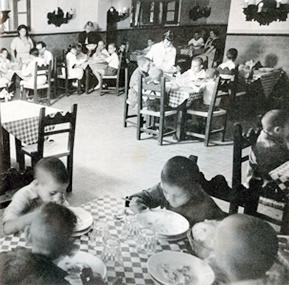 La creació dels menjadors infantils va ser una de les principals realitzacions de Dolors Piera durant la seva època com a Regidora a l'Ajuntament de Barcelona