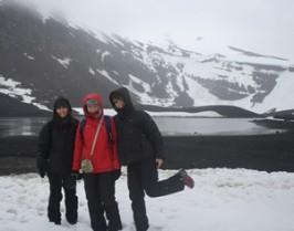 La Vanessa, la Clara i la Carolina a l'Illa Decepció