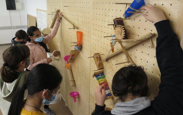 Aprendre experimentant, resolent problemes i investigant: l'espai Tinkering de l'Escola Miralletes