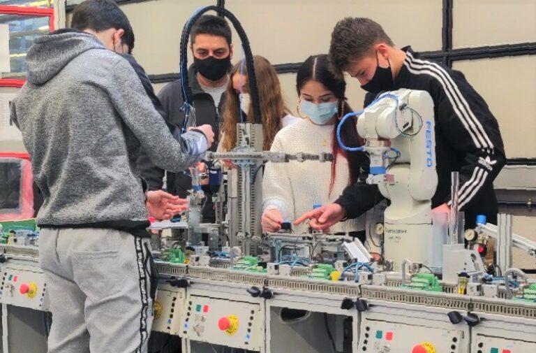 La robòtica i la intel·ligència artificial entren al batxillerat
